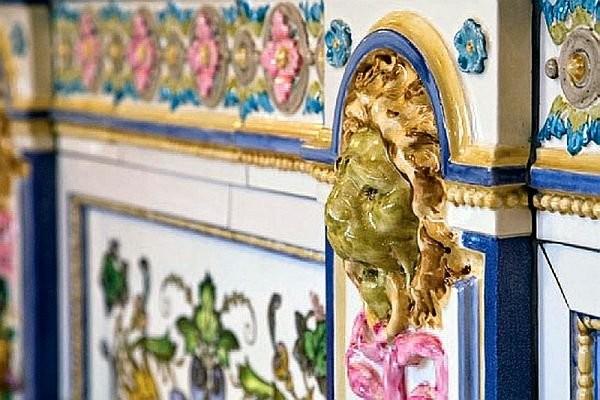 Керамические барельефы в музее керамики в Метлахе