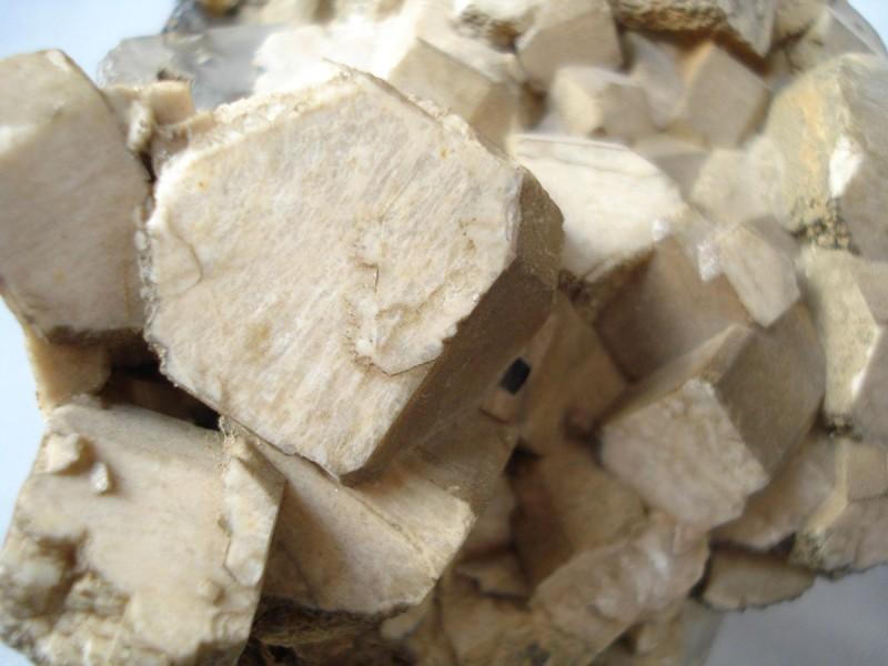 Полевой шпат - один из компонентов глазури
