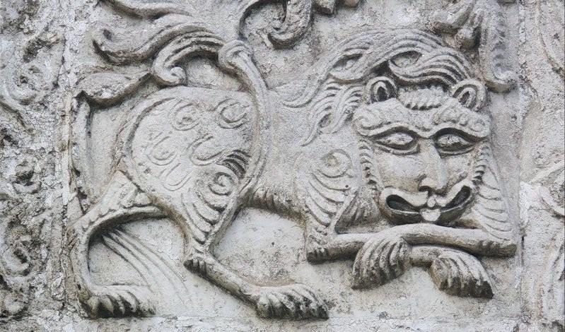 Владимиро-Суздальский белокаменный лев