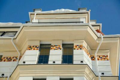 Наша Климтовская коллекция фасадной майолики на фасаде клубного дома в Ульяновске.
