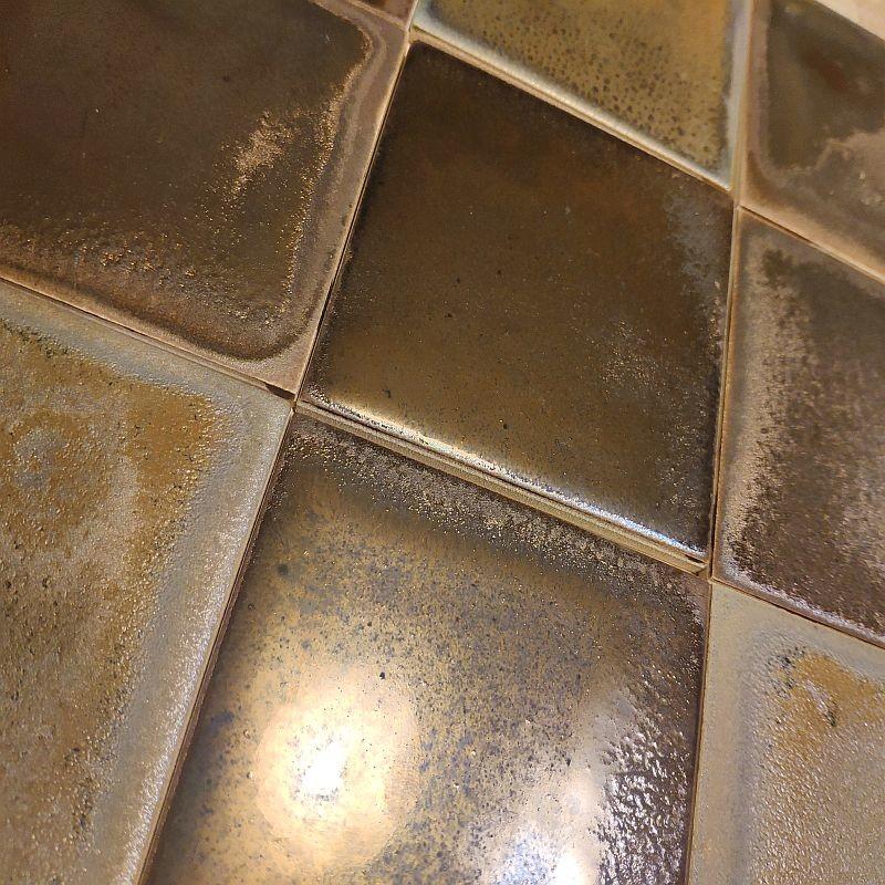 Плитка ручной работы, покрытая металлизированной глазурью