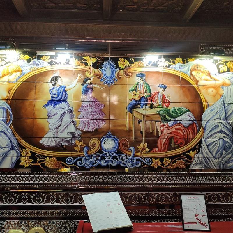 Керамическое панно в таверне Tablao Flamenco Villa Rosa