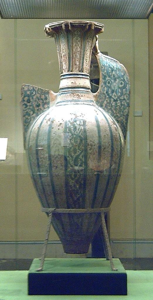 Одна из ваз Альгамбра, найденных в Гранаде