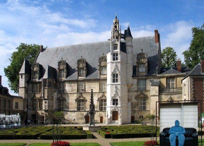 Епископский дворец в Бове