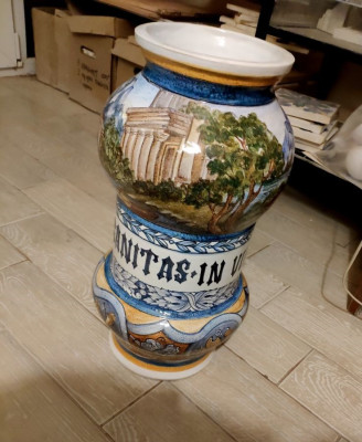 Напольная керамическая ваза в стиле Ренессанс с ручной росписью
