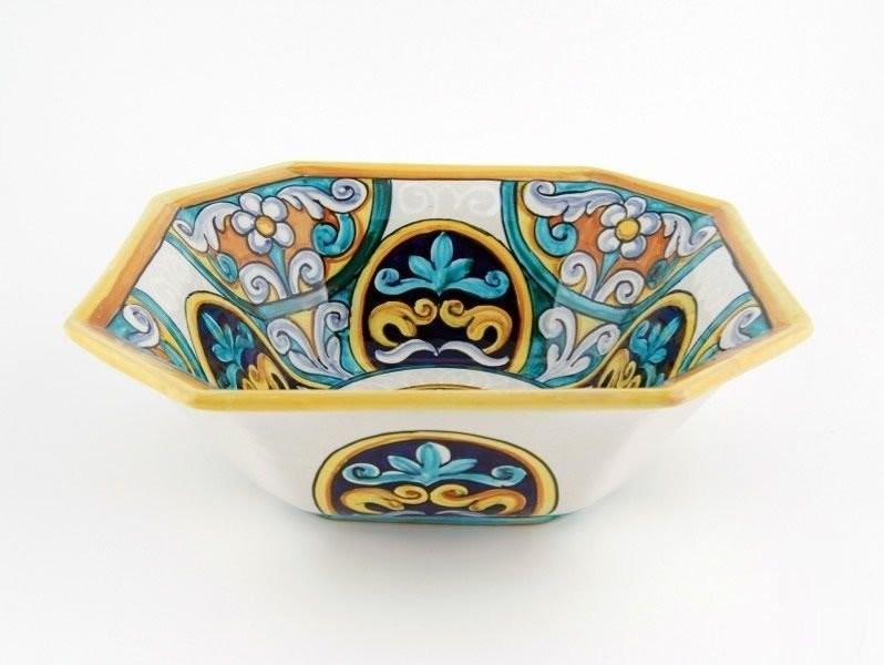 Блюдо с классическими орнаментами майолики Эпохи Возрождения