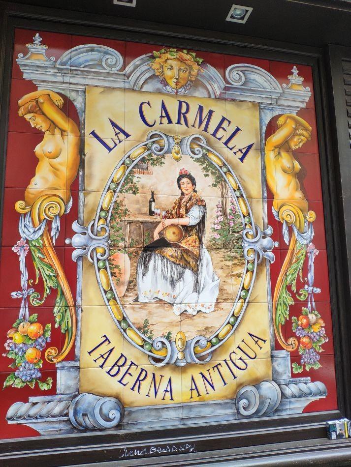 Керамические панно в таверне Антигуа в Мадриде