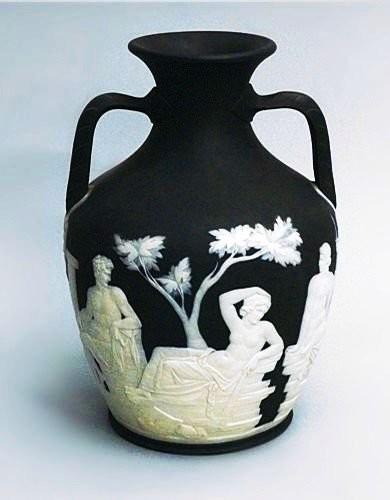 Портландская ваза из базальтовой массы, Wedgwood, 1795 год
