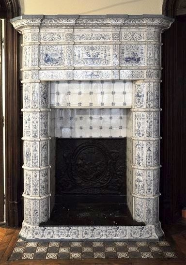 Изразцовый камин в стиле неоренессанс эпохи Наполеона III.