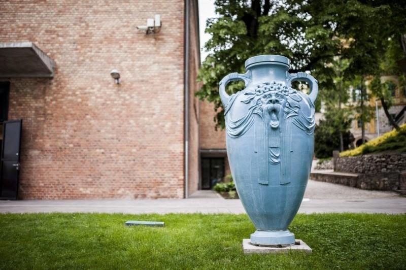 Парковая керамика из пирогранита предприятия Жолнаи