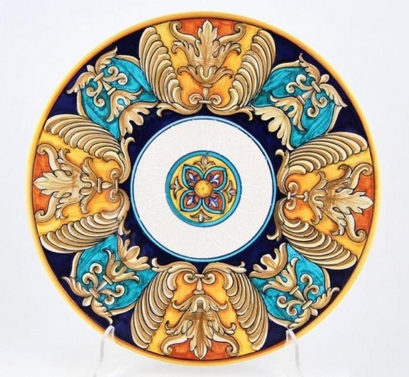 Тарелка с классическим орнаментом Эпохи Возрождения