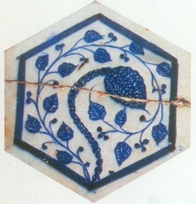 Изразцы периода Мамлюков с влиянием китайских мотивов
