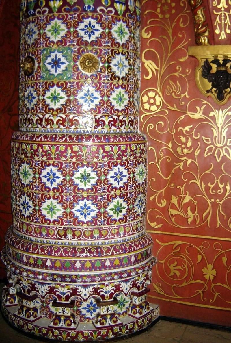 Круглая изразцовая печь в Теремном Дворце Московского Кремля