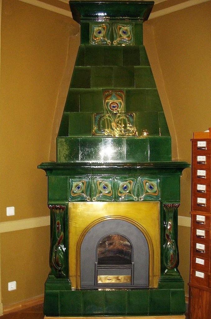 Изразцовый камин в стиле модерн в замке Вилейшиса в Вильнюсе