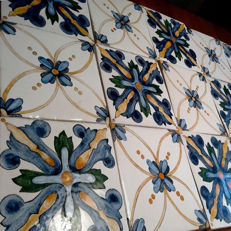 Изразцовые плитки, расписанные в стиле итальянской майолики