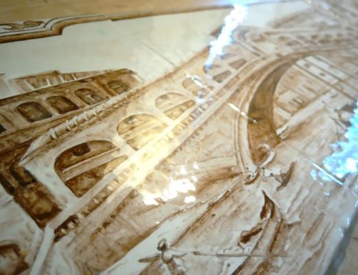 керамический камин полностью расписан пейзажами Венеции по известным полотнам художников разных эпох